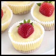 Inspired by Cheesecake Factory, these mini cheesecakes have super creamy texture and taste. They are easy to make and great for parties and gatherings. Mini Cheesecake Cupcakes, Mini Cheesecake Recipes, Cheesecake Bites, Mini Cheesecakes, Cupcake Recipes, Baking Recipes, Cookie Recipes, Healthy Recipes, Cupcake Videos