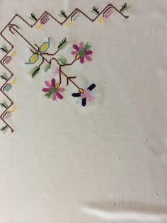 Hesap İşi Örtü Arts And Crafts, Diy Crafts, Turkish Fashion, Bargello, Needlework, Knitting Patterns, Cross Stitch, Elsa, Textiles