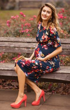 You'll love the easy feel of our Anna shift maternity dress in sensuous midnight garden floral print.