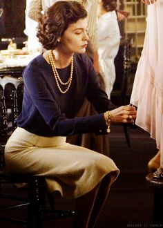 """Zieh dich an wie Chanel und du kannst nicht viel falsch machen (Audrey Tautou in """"Coco Avant Chanel""""). Für mich keine hellen Röcke!"""