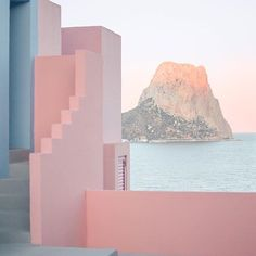 "La Muralla Roja (""The Red Wall"") is a housing project located within the La Manzanera development in Spain's Calp. Designed by architect Ricardo Bofill, the unique labyrinth includes a series of interlocking stairs, platforms, and bridges. #travelthursday ⠀ : @perrygraham"