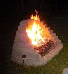 Fire Pit Ideas Backyard Landscaping - Try turning off your TV and stashing the remote for a better family time. Go to your backyard and sit around the fire pit to maintain a conversation, instead. Outside Fire Pits, Cool Fire Pits, Diy Fire Pit, Fire Pit Wall, Backyard Gazebo, Fire Pit Backyard, Backyard Landscaping, Landscaping Ideas, Backyard Seating