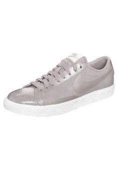 pretty nice cd958 e8863 Cooler Sneaker im Glossy-Look. Nike Sportswear BLAZER - Sneaker - orewood  brown für