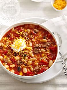 A few shortcuts like frozen veggies and canned beans mean this chili is ready in just 20 minutes. #easydinnerideas #dinnerideas #quickandeasydinnerrecipes #groundbeefrecipes #bhg Microwave Recipes, Cooking Recipes, Easy Recipes, Gee Recipe, Quick Ground Beef Recipes, Mexican Food Recipes, Dinner Recipes, Quick Easy Meals, Soups And Stews