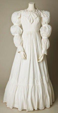 1823-25 day dress