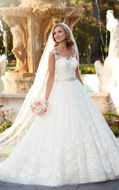 Dieses Prinzessin Brautkleid aus Spitze und Tüll verspricht mit seinem…