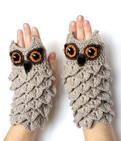 Crocodile Stitch Owl Fingerless Mittens inspiration only - no pattern! Crochet Gifts, Hand Crochet, Hand Knitting, Knitting Patterns, Crochet Patterns, Owl Patterns, Kids Crochet, Knitting Tutorials, Crochet Books