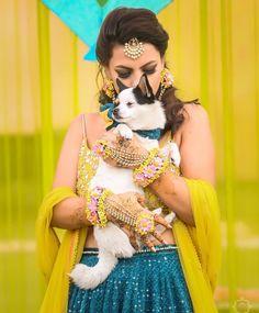 Adorable Bridal Portraits With Their Pet Dogs! Bridal Makeup Images, Indian Bridal Makeup, Dog Wedding, Wedding Shoot, Beautiful Blonde Girl, Mehndi Photo, Bride Photography, Casual Wedding, Bridal Portraits