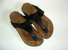Beautiful pair of sandals    From BIRKIES     Size: 39 5,5 - L8 M6 - 250  (numbers that appear on sandal)    Color:  Black    Excellent condition, some signs of use as you see    Leather upper