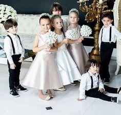 Portal Yes Wedding Bridesmaid Flowers, Wedding Bridesmaids, Bridesmaid Dresses, Wedding Dresses, Wedding With Kids, Wedding Pics, Dream Wedding, Casual Wedding, Trendy Wedding