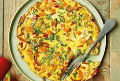 Italská varianta omelety je chuťově bohatší, barevnější a zdravější. Můžete do ní přidat skoro cokoliv, co zrovna máte doma a rychlý dobrý oběd je do pár minut na stole. Frittata je navíc vynikající i studená, pokud by vám náhodou zbyla. Frittata, Kefir, Pesto, Steak, Breakfast, Red Peppers, Morning Coffee, Steaks