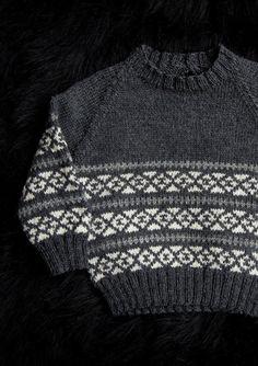 Wow sikke en fin lille bluse til den lille herre. Mayflower Easy Care er her anvendt til denne flotte trøje Punto Fair Isle, Men Sweater, Sewing, Children, Crochet, Sweaters, Knapper, Knitting Ideas, Easy