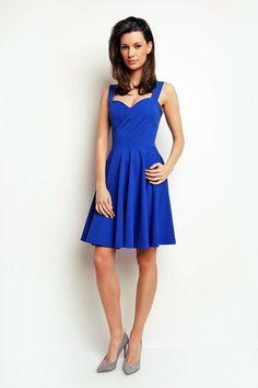 Wieczorowa sukienka w kolorze kobaltowym