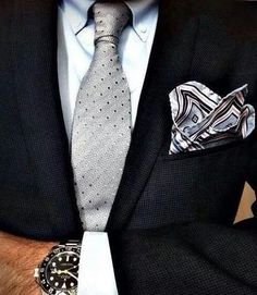 Luxury Watch Brands, Luxury Watches For Men, Mens Fashion Suits, Mens Suits, Grey Suits, Style Costume Homme, Mode Man, Mode Costume, Men's Pocket Squares