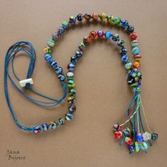 Colar de murano na linha de crochet ou bordar