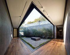 Oak Pass House by Walker Workshop | HomeAdore