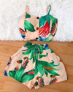 Lit Outfits, Crop Top Outfits, Short Outfits, Summer Outfits, Tropical Outfit, Tropical Fashion, Stylish Dress Designs, Girl Fashion, Fashion Outfits
