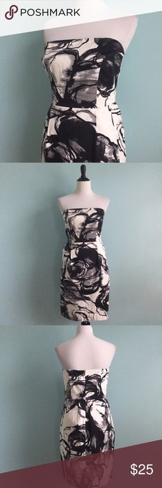 B&W Abstract Design Dress Beautiful black, white, and grey strapless dress with abstract print. In excellent condition. Gold zipper. Size 10 by Express Design Studio. Very versatile and great for any occasion! Express Dresses Strapless