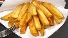 Oven french fries make yourself uuuuh Potato Dishes, Potato Recipes, Baby Food Recipes, Cooking Chef, Cooking Recipes, Oven French Fries, Yummy Eats, Yummy Food, Tasty