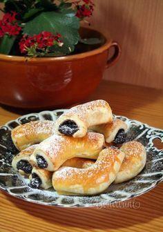 Myslíme si, že by sa vám mohli páčiť tieto piny - sbel Small Desserts, Sweet Desserts, Sweet Recipes, Slovak Recipes, Czech Recipes, Baking Recipes, Cookie Recipes, Dessert Recipes, Bread Dough Recipe