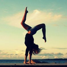 flexible strong yoga balance fitspo