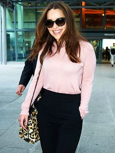 Star Tracks: Monday, March 30, 2015   EMILIA IS COMING   Game of Thrones star Emilia Clarke dons shades, a pink sweater and a big smile while landing in London on Friday.
