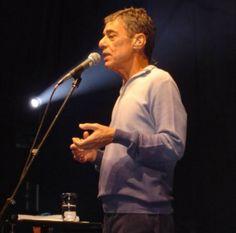 """Na próxima segunda-feira, 4, a Cia da Revista receberá a palestra gratuita """"A obra musical de Chico Buarque e as personagens buarquianas"""", com José Miguel Wisnik."""