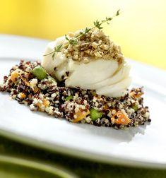 Bacalhau em cama de quinoa negra com legumes e castanha do Pará