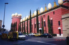 Salvador Dali Museum, Figures