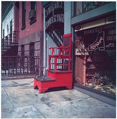 Walker Evans  (American, 1903–1975). [Sidewalk Shoeshine Chair, 347 East 86th Street, New York City], March 23.1953.  The Metropolitan Museum of Art, New York. Walker Evans Archive, 1994 (1994.261.229)