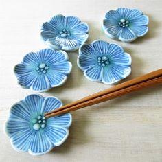 青いお花の箸置き Ceramic Pendant, Ceramic Clay, Ceramic Plates, Porcelain Ceramics, Ceramic Pottery, Pottery Art, Ceramic Flowers, Clay Flowers, Ceramic Christmas Decorations