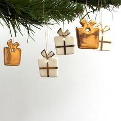 Mini Present Decoration Set, 5 real gold lustre porcelain Christmas ornaments/ ideas para navidades de porcelana/