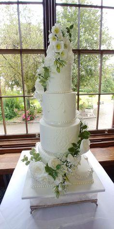 Elegant wedding cake for a castle wedding. lisianthus, roses, Eucalyptus and Freesia flowers Freesia Flowers, Roses, Elegant Wedding Cakes, Fashion Cakes, Unicorn, Castle, Future, Desserts, Tailgate Desserts