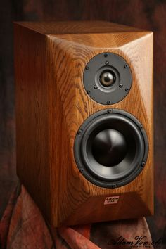 Hi End class of column speakers from Adam Vox Pro Audio Speakers, Audiophile Speakers, Monitor Speakers, Hifi Audio, Wooden Speakers, Bookshelf Speakers, Built In Speakers, Speaker Box Design, Audio Design
