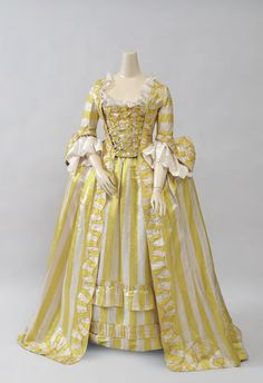 Fripperies and Fobs — Robe à la française ca. 1750 From Cora Ginsburg 18th Century Dress, 18th Century Costume, 18th Century Clothing, 18th Century Fashion, Vintage Gowns, Mode Vintage, Vintage Outfits, Vintage Fashion, Victorian Dresses