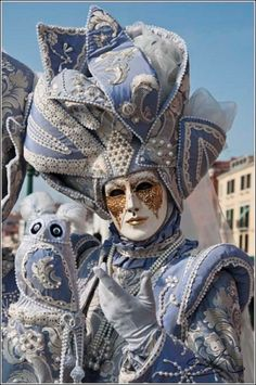 Carnival of Venice: enchanting masks You can find Venetian masks and more on our website.Carnival of Venice: enchanting masks Venice Carnival Costumes, Venetian Carnival Masks, Carnival Of Venice, Venetian Masquerade, Masquerade Ball, Venetian Costumes, Masquerade Outfit, Venice Carnivale, Venice Mask