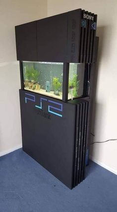 Designing a video game room in your residence can be truly hard, yet these video game room design photos will assist you Nerd Room, Gamer Room, My Room, Nerd Cave, Nerd Geek, Sala Nerd, Geek Home Decor, Gaming Room Setup, Gaming Rooms