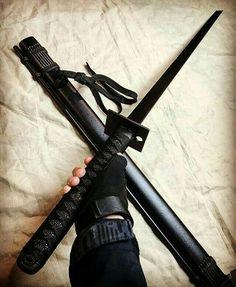 Zombie Weapons, Ninja Weapons, Anime Weapons, Fantasy Weapons, Weapons Guns, Armas Ninja, Pretty Knives, Cool Knives, Katana Swords