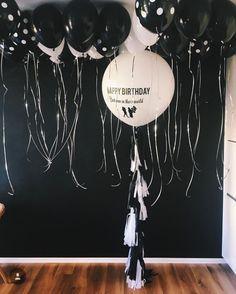 Черно-белый гигантский шар с гирляндой тассел шары в подарок на день рождения мужчине | White black big balloons with tassel garland best man in the world birthday party ideas