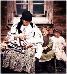 România rurală interbelică în Fotografii Vechi Româneşti | PlatFerma Foto Art, Romania, Cowboy Hats, Hipster, Couple Photos, Photography, Vintage Portrait, Case, Folklore