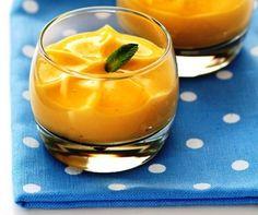Espuma o gelatina de mango y naranja (dependiendo de si tenemos sifón o no) # Sencilla esta receta de espuma de mango, claro que sólo será espuma si disponemos de uno de esos sifones que tan sofisticados resultados dan. ¿No tienes sifón? Déjalo tal cual como hice yo, quedará una ... » Molecular Gastronomy, No Bake Cake, Margarita, Cravings, Cooking Recipes, Baking, Sweet, Ethnic Recipes, Desserts