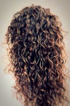 I have naturally curly hair.