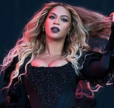 Top 5 Beyonce Hairstyles To Try Today — Famous Beautiful Celebrity Black Women Hair Ideas 4 Beyonce, Estilo Beyonce, Queen Bee Beyonce, Beyonce Knowles Carter, Beyonce Style, Beyonce Family, Houston, King B, Blue Ivy Carter