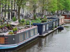 Houseboats in Amsterdam; Holland counts many houseboats, but Amsterdam holds the record with approximately 2500 houseboats. Houseboats are a unique, Dutch way of living on the water. Week End Amsterdam, Living In Amsterdam, Amsterdam Travel, Houseboat Living, Floating House, Canal Boat, Narrowboat, Tiny House Movement, Pontoon Boat