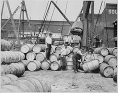 Stevedores on a New York dock loading barrels of corn syrup onto a barge on the Hudson River. Photograph by Lewis Hine, ca. (Courtesy of the National Archives) Social Marketing, Digital Marketing, Black White Photos, Black And White, Lewis Hine, Fact Of The Day, Still Picture, National Archives, Hudson River