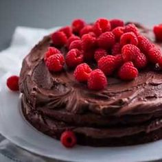 chocolate cake with Rasberries for dessert Death By Chocolate, Chocolate Cake, Yummy Recipes, Yummy Food, Cupcake Cakes, Cupcakes, Bad Food, Pudding Cake, Sugar Rush