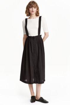 Spódnica na szelkach: Spódnica do połowy łydki z wiskozowej tkaniny z połyskiem. Kryte zapięcie z przodu i zakładki u góry.…