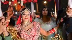 Deepika Singh is an Indian television actress. Deepika Singh made her debut in the Star Plus serial Diya Aur Baati Hum playing the role of . Saree Jacket Designs Latest, Wedding Saree Blouse Designs, Blouse Designs Silk, Blouse Patterns, Kerala Wedding Saree, Saree Wedding, Marathi Wedding, India Wedding, Wedding Silk Saree