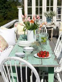 Cozy Shabby Patio !