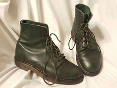 "Preowned condition, exterior is nice, light wear, scratches. pull tabs are cut, will need your own insoles, original are there, but worn. small burn mark on inner sole<br/><br/>Dr ""Doc"" Martens The Original combat style boots mad3 in England. Size 6 UK, should fit a 8 US in women's or a 7 US mens. Rare dark green color! 